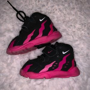 Nike Shoes - Nikes